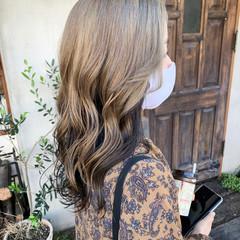ホワイトシルバー ロング シルバー ナチュラル ヘアスタイルや髪型の写真・画像