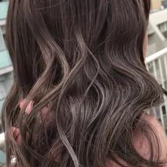 グレージュ ミディアム 女子力 ウェーブ ヘアスタイルや髪型の写真・画像