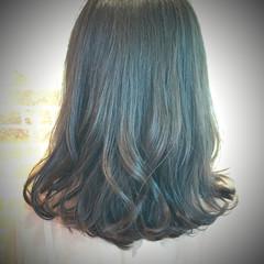 グレージュ ミディアム 艶髪 イルミナカラー ヘアスタイルや髪型の写真・画像