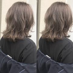 ハイライト グレージュ ミディアム 外国人風 ヘアスタイルや髪型の写真・画像