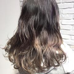 アッシュグレージュ 外国人風カラー セミロング ストリート ヘアスタイルや髪型の写真・画像