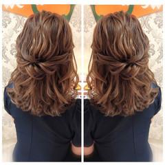 簡単ヘアアレンジ ナチュラル セミロング 切りっぱなしボブ ヘアスタイルや髪型の写真・画像