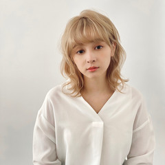 ミディアム ウルフ フェミニン 前髪あり ヘアスタイルや髪型の写真・画像