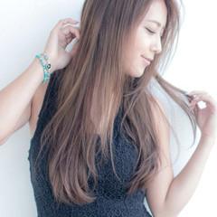 セミロング 梅雨 アンニュイ フェミニン ヘアスタイルや髪型の写真・画像