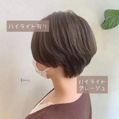 ナチュラル ショート ハイライト グレージュ ヘアスタイルや髪型の写真・画像
