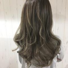 透明感 ロング ベージュ オリーブアッシュ ヘアスタイルや髪型の写真・画像