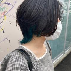 インナーカラー ナチュラル マッシュショート マッシュウルフ ヘアスタイルや髪型の写真・画像