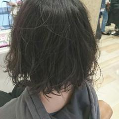 ボブ ストリート 切りっぱなし アッシュグレー ヘアスタイルや髪型の写真・画像