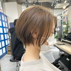 ショートボブ ベージュ ショートヘア 小顔ショート ヘアスタイルや髪型の写真・画像