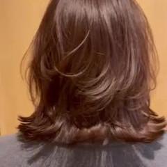 ナチュラル 透明感カラー 大学生 ミディアム ヘアスタイルや髪型の写真・画像
