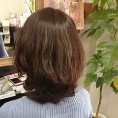 白髪染め ナチュラル ミディアム ウルフカット ヘアスタイルや髪型の写真・画像