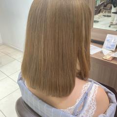 ミディアム フェミニン ミルクティーベージュ ハイトーン ヘアスタイルや髪型の写真・画像