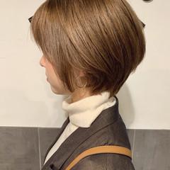 ブラウンベージュ 小顔ショート フェミニン ハンサムショート ヘアスタイルや髪型の写真・画像