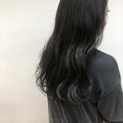 ロング フェミニン プラチナムカラー ブルージュ ヘアスタイルや髪型の写真・画像
