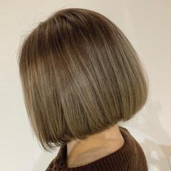 ホワイトシルバー シルバー ボブ シルバーアッシュ ヘアスタイルや髪型の写真・画像