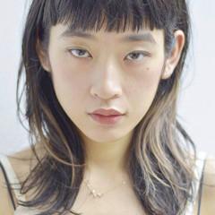 暗髪 抜け感 ウェットヘア オン眉 ヘアスタイルや髪型の写真・画像