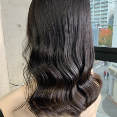ロング グレージュ ヌーディーベージュ アッシュグレージュ ヘアスタイルや髪型の写真・画像