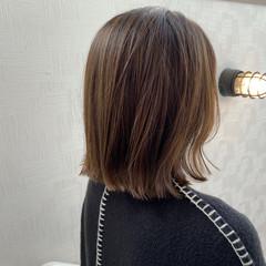 ボブ 切りっぱなしボブ オリーブグレージュ オリーブベージュ ヘアスタイルや髪型の写真・画像