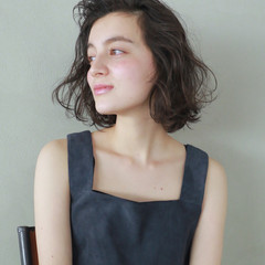 くせ毛風 暗髪 外国人風カラー ボブ ヘアスタイルや髪型の写真・画像