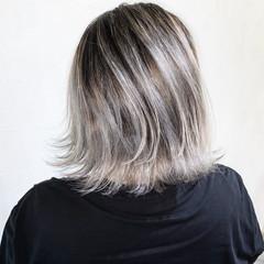 バレイヤージュ ボブ アッシュグレージュ 3Dハイライト ヘアスタイルや髪型の写真・画像