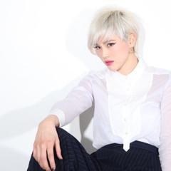 ジェンダーレス モード ホワイト ブリーチ ヘアスタイルや髪型の写真・画像
