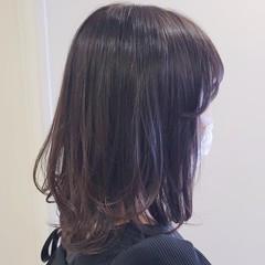 レイヤーカット ラベンダーグレージュ レイヤーヘアー ミディアム ヘアスタイルや髪型の写真・画像