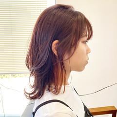 セミロング インナーカラー 韓国風ヘアー ミディアムレイヤー ヘアスタイルや髪型の写真・画像