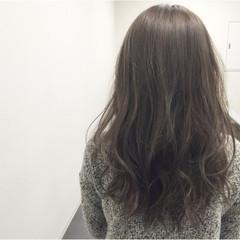 ハイライト グラデーションカラー アッシュグレージュ ナチュラル ヘアスタイルや髪型の写真・画像