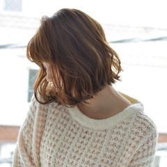 フェミニン ゆるふわパーマ 切りっぱなしボブ ミニボブ ヘアスタイルや髪型の写真・画像