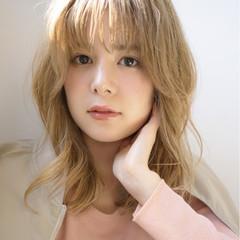 ヌーディベージュ 透明感 セミロング ブラウンベージュ ヘアスタイルや髪型の写真・画像