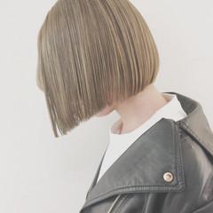 ブリーチ 切りっぱなし ナチュラル グレージュ ヘアスタイルや髪型の写真・画像