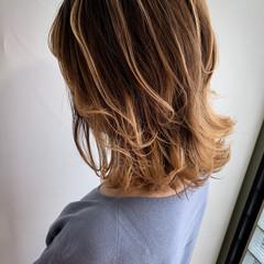 ミディアム デザイン ヘアアレンジ バレイヤージュ ヘアスタイルや髪型の写真・画像