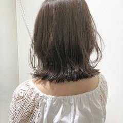 ナチュラル 切りっぱなし ミディアム 透明感 ヘアスタイルや髪型の写真・画像