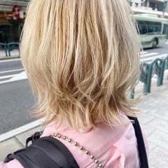ウルフカット ナチュラル ミディアム ブリーチ ヘアスタイルや髪型の写真・画像