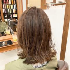 レイヤースタイル 外ハネ ナチュラル ミディアムレイヤー ヘアスタイルや髪型の写真・画像