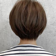 ショートボブ グレージュ ナチュラル 小顔ショート ヘアスタイルや髪型の写真・画像