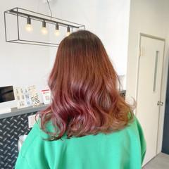 ストリート ミディアム 艶髪 ピンクブラウン ヘアスタイルや髪型の写真・画像