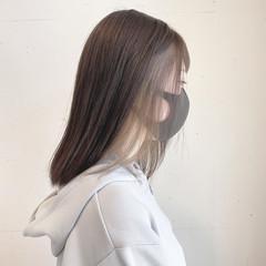 ミディアム ホワイトベージュ インナーカラー モード ヘアスタイルや髪型の写真・画像