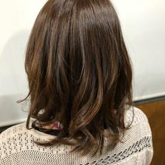 グレージュ ミディアム デート 春色 ヘアスタイルや髪型の写真・画像