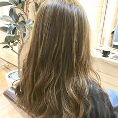 フェミニン アッシュグレージュ ハイライト 外国人風 ヘアスタイルや髪型の写真・画像