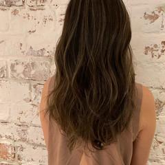 外国人風 デート ハイライト グレージュ ヘアスタイルや髪型の写真・画像