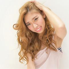 ロング 渋谷系 ゆるふわ パーマ ヘアスタイルや髪型の写真・画像