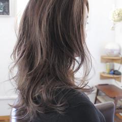 アッシュ フェミニン グレージュ ロング ヘアスタイルや髪型の写真・画像