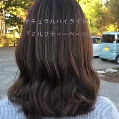 フェミニン ミルクティーベージュ 伸ばしかけ ミルクティーグレージュ ヘアスタイルや髪型の写真・画像
