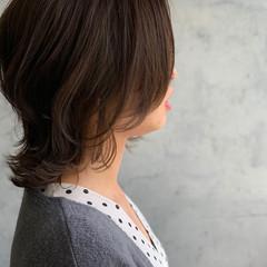 ミディアム 外ハネボブ くびれカール ナチュラル ヘアスタイルや髪型の写真・画像