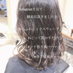 グレージュ ゆるふわ フェミニン デジタルパーマ ヘアスタイルや髪型の写真・画像