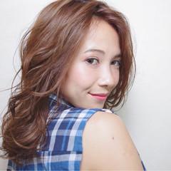 レイヤーカット 大人女子 外国人風 伸ばしかけ ヘアスタイルや髪型の写真・画像