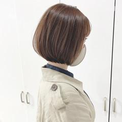 ベージュ 横顔美人 前下がりボブ ナチュラル ヘアスタイルや髪型の写真・画像