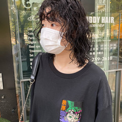 スパイラルパーマ パーマ ウルフパーマヘア ウルフパーマ ヘアスタイルや髪型の写真・画像