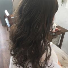 ハイライト ブリーチ ラベンダーアッシュ グレージュ ヘアスタイルや髪型の写真・画像